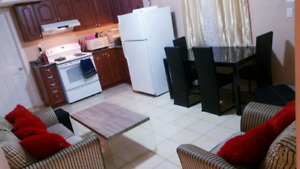 1 private room in 2 bedroom apartment near Warden subway station
