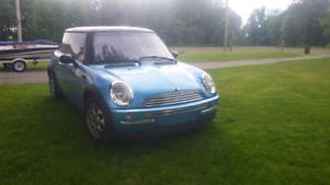 Mini Cooper 2004 pour pièces ou route !! Ouvert au échange !!