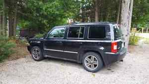 4X4 JEEP PATRIOT LOADED WITH SUNROOF