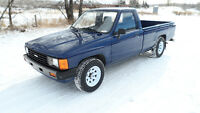 *ORIG 46300 KM -1984 TOYOTA TRUCK/PURPLE/AUTO/7FT BOX**