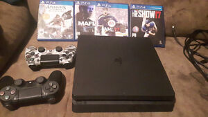 Selling Playstation 4 with 2 controllers and games