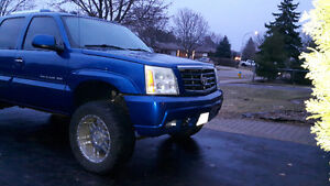 Lifted 2004 Cadillac escalade 4 door p/ť