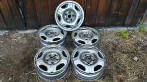4- 15 INCH HONDA RIMS WITH  CHROME HUBCAPS