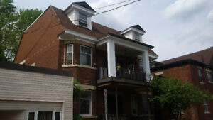 3 Bedroom, 2 Level Sandy Hill Apartment (317 Somerset St East)