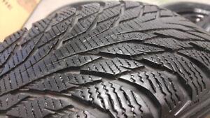 4 pneus d'hiver 195/65/R15 NOKIAN sur jantes 5 x 100