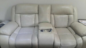 Sofa set bej color Almost new only 5 month used