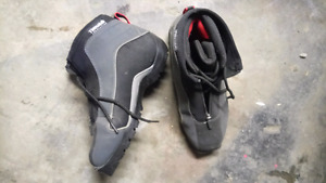 Size 41 Fischer cross country skiing boots