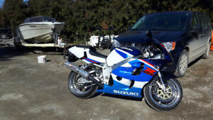 BEAUTIFUL GIXXER 750 ONLY 15,000KMS $3600 OBO