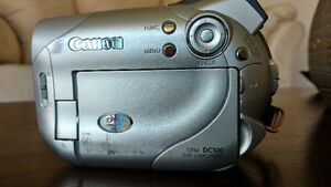 Canon DC100 DVD Camcorder and Tripod Kingston Kingston Area image 5