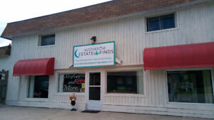 INVESTORS/BUSINESS OWNERS: 4400sf commercial property in Oro-Med