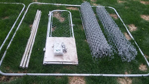 7.5 ft x 7.5 ft Galvanized Steel and Chain Link Dog Kennel