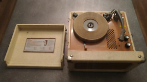 Vintage Newcomb Portable Suitcase Record Player