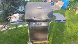 Barbecue for sale, good condition and comes with propane