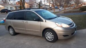 2008 - Toyota Sienna LE 6 cyl  FWD 8 passenger - Certified