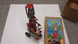 Tin duck wind up toy classic