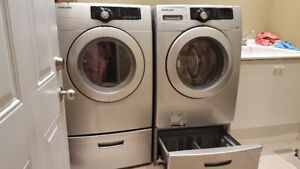 SAMSUNG Front loader washer dryer with pedals