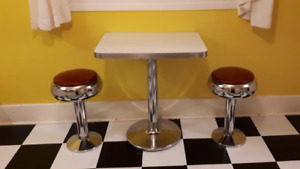 Vintage Diner Table with Stools