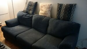 Blue couch FREE!!