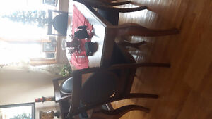 Beautiful table and chairs Cambridge Kitchener Area image 1