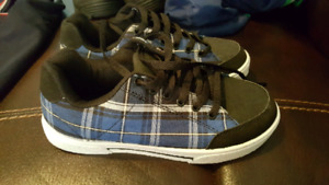 BRAND NEW BOYS RUNNING SHOES SIZE 5