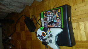 Xbox 360 slim + carte memoire+2jeux