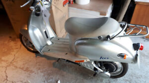 E bike scooter for sale $450. Great Condition. $450.