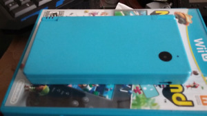 Nintendo DSi with Charger and 4 Games