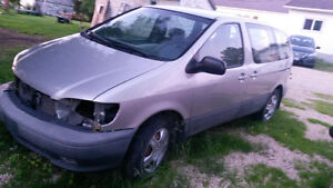 2002 Toyota Sienna for parts
