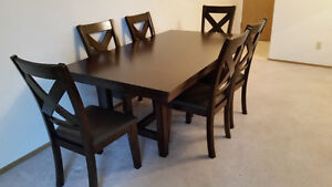 New Oak Dining Table w/ 6 oak/leather chairs