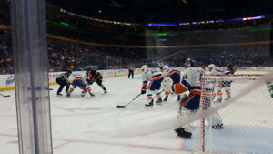 Buffalo Sabres . FIRST ROW ON THE GLASS