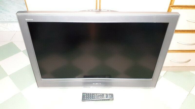 VERY GOOD WORKING QUALITY COLOUR OF SONY KLV-32V300A LCD TV WITH REMOTE CONTROL