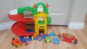 Fisher-Price Little People Racin Ramps Garage & other garage set Gatineau Ottawa / Gatineau Area image 1