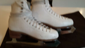 MIRAGE SIZE  3 1/2 FIGURE SKATES FOR SALE