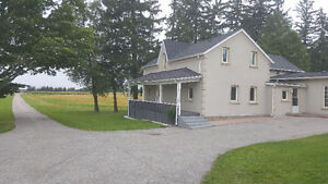 LARGE 5 BEDROOM BUNGALOW ON 3 ACRE - STOUFFVILLE