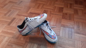 Nike Hypervenom soccer shoes - indoor - size 7.5