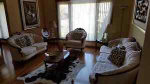 Elegant living room set in great condition