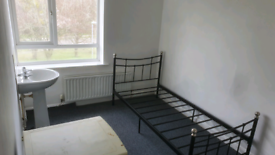 Large room to let £80 per week including bills - close to town centre