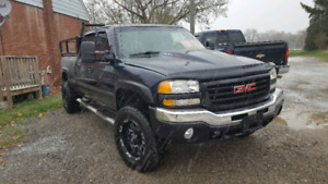 2005 GMC 2500 6 liter CREW CAB 4X4 with air ride