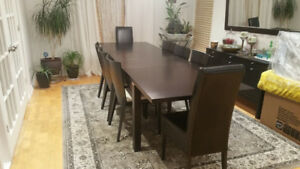 LARGE RECTANGULAR DARK BROWN TABLE EXTENSIBLE & 8 CHAIRS - 3500$