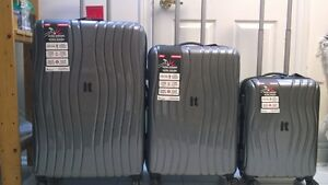 New Luggage - 3 Piece IT Suitcase Set