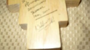VINTAGE BEAUTIFUL HAND CRAFTED & SIGNED WOODEN CRUCIFIX AAA+ Kitchener / Waterloo Kitchener Area image 6