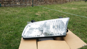 2000 toyota camry headlight $25
