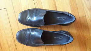 Good condition Clarks women's dress shoes  size 11