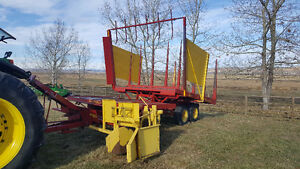 New Holland Small Square Bale Stackliner/Accumulator