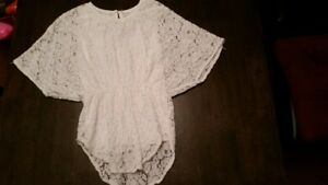 Size 5/6 white line laced winged shirt in very good condition