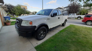 2006 Ford F150 Supercrew 4x4 (Low Kms)