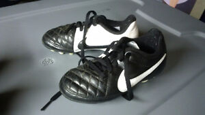 Nike soccer shoes cleats -- Youth size 10