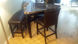 High top marble  table 2 high Chairs and bench leather brown