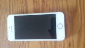 iphone 5 White Locked to Bell like new 16 Gb
