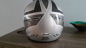 Fuel - Youth S/M Helmet (DOT Approved)